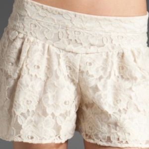 Ella Moss Cream Lace Shorts Small